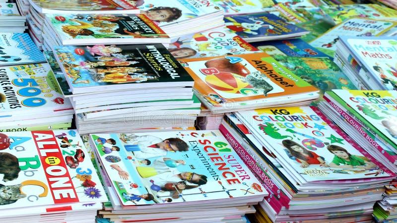 Jonge geitjesboeken op Verkoop stock afbeelding