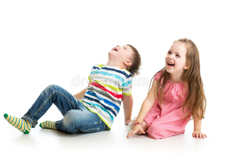 Jonge geitjesjongen en meisje die omhoog kijken royalty-vrije stock foto