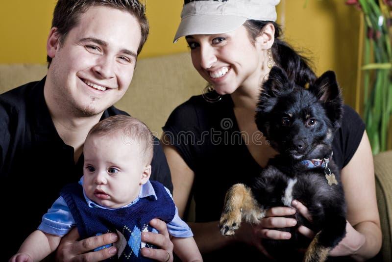 Jonge Gelukkige Familie royalty-vrije stock fotografie