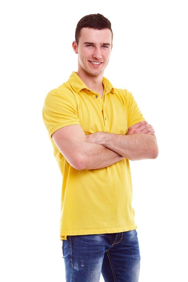 Jonge gelukkige mens in een geel polooverhemd royalty-vrije stock afbeelding