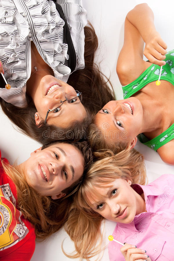 Jonge gelukkige mensen stock afbeelding