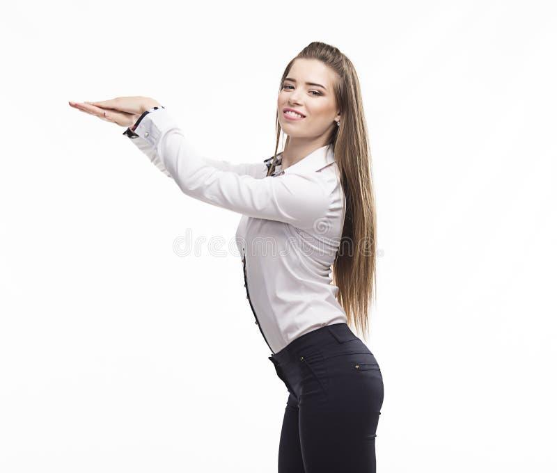 Jonge gelukkige vrouw die door handen tonen stock afbeeldingen