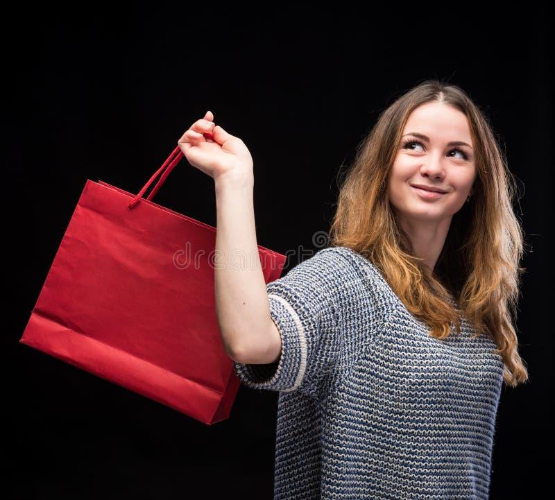 Jonge gelukkige vrouw met het winkelen zak royalty-vrije stock foto