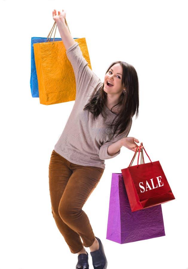 Jonge gelukkige vrouw met het winkelen zakken royalty-vrije stock afbeelding