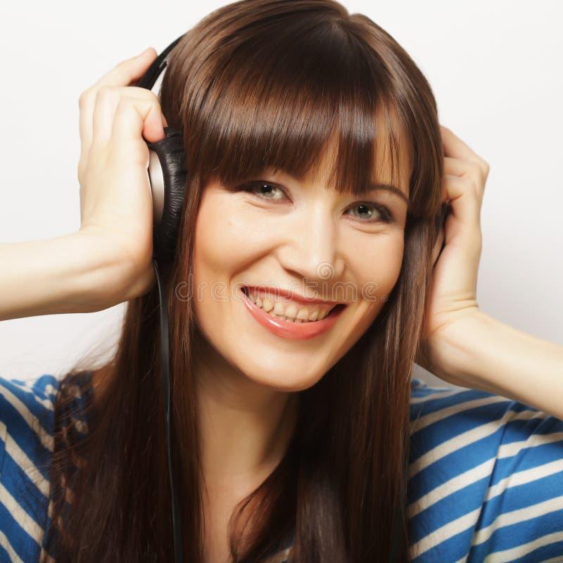 Download Jonge Gelukkige Vrouw Met Hoofdtelefoons Stock Foto - Afbeelding bestaande uit naughty, gelukkig: 54092788