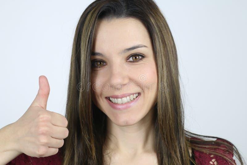 Jonge gelukkige vrouw tonend haar duim royalty-vrije stock foto's