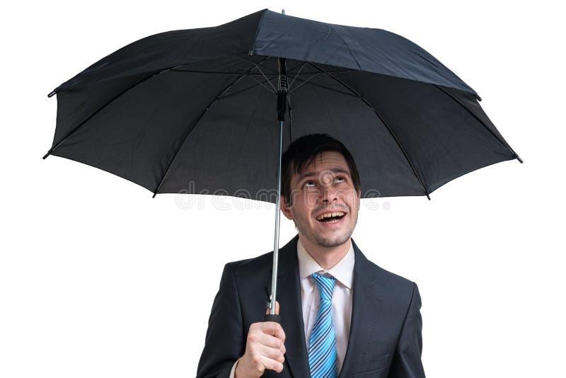 Jonge gelukkige zakenman met zwarte paraplu Geïsoleerdj op witte achtergrond royalty-vrije stock afbeeldingen