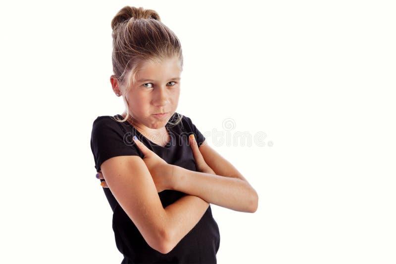 Jonge gile in zwarte t-shirt die boos of nors kijken royalty-vrije stock foto's