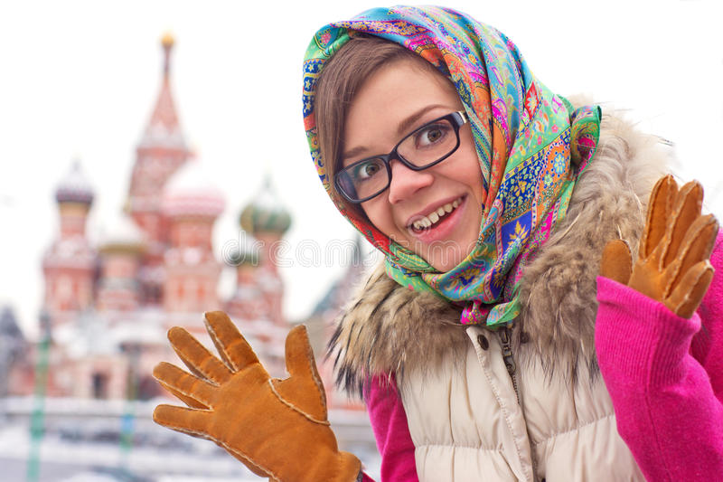 Jonge glimlachende vrouw stock foto