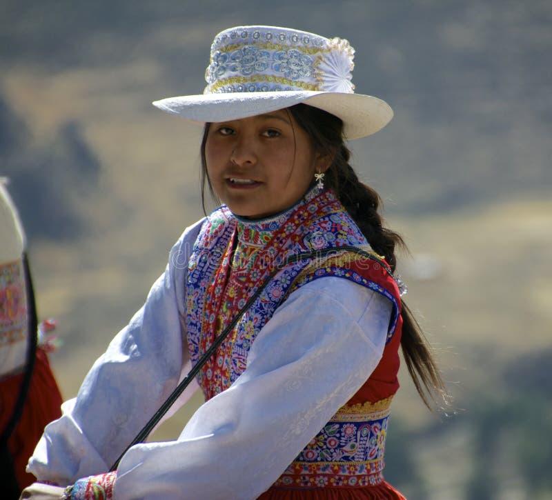 Jonge glimlachende vrouw van Peru stock foto