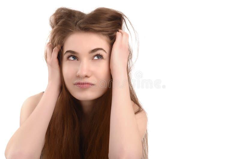 Jonge grappige vrouw die omhoog kijken. stock foto