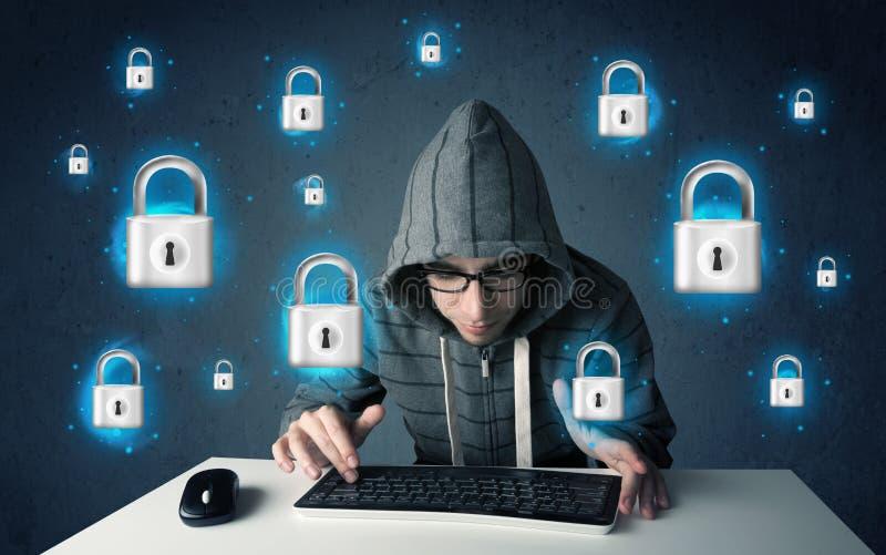 Jonge hakker met virtuele slotsymbolen en pictogrammen stock afbeelding