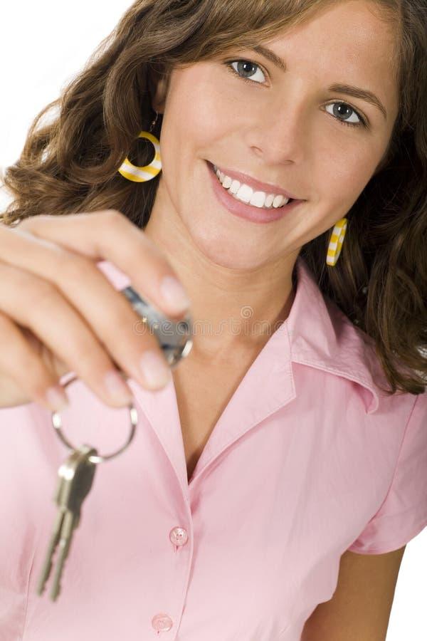 Jonge het huissleutels van de vrouwenholding stock fotografie