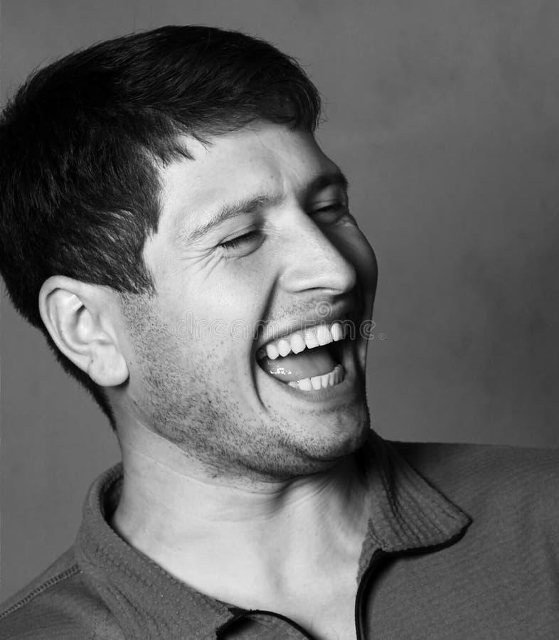 Jonge het lachen donkerbruine close-up royalty-vrije stock fotografie