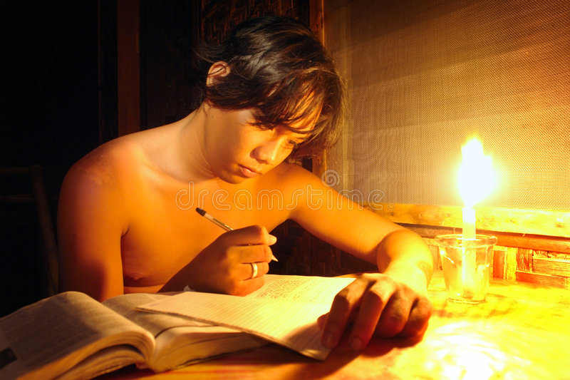 Jonge het schrijven Kipling agenda royalty-vrije stock fotografie