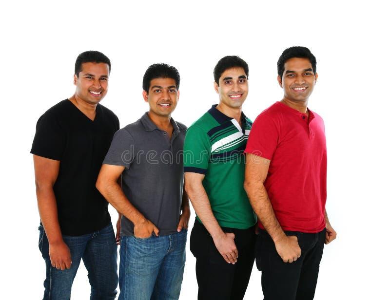 Jonge Indische/Aziatische groep die mensen camera, het glimlachen bekijken royalty-vrije stock afbeelding