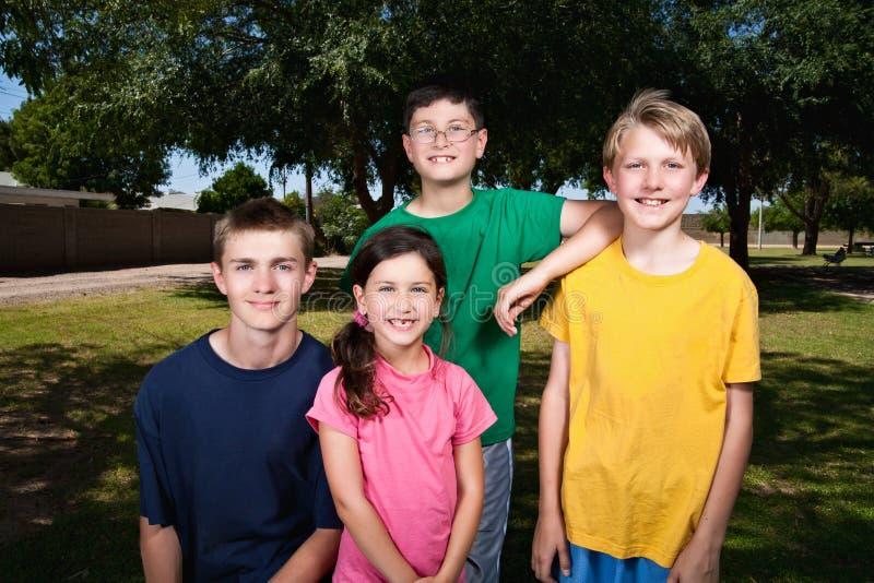 Jonge Jonge geitjes in openlucht royalty-vrije stock afbeeldingen
