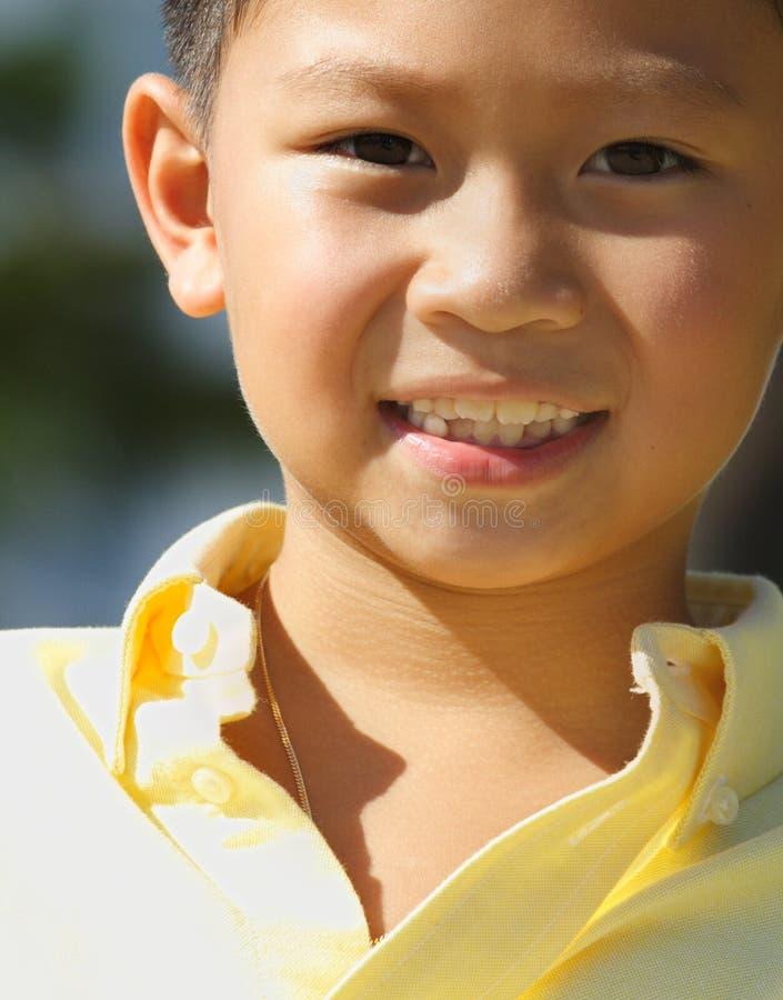 Jonge jongen headshot stock fotografie