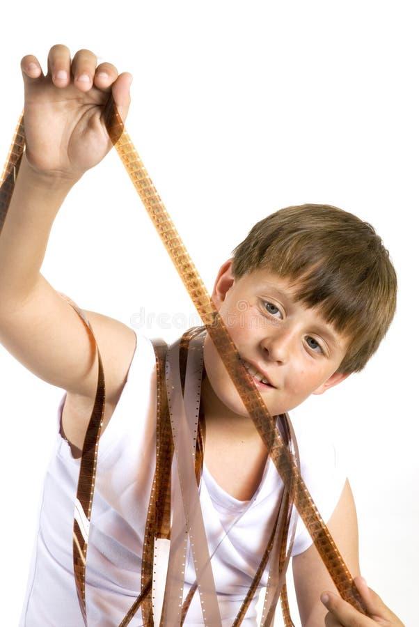 Jonge jongen met celluloidfilm stock fotografie