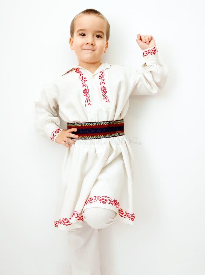 Jonge jongen in Roemeense traditionele kleren royalty-vrije stock foto