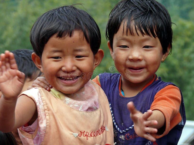 Jonge jongens in Bhutan stock afbeeldingen