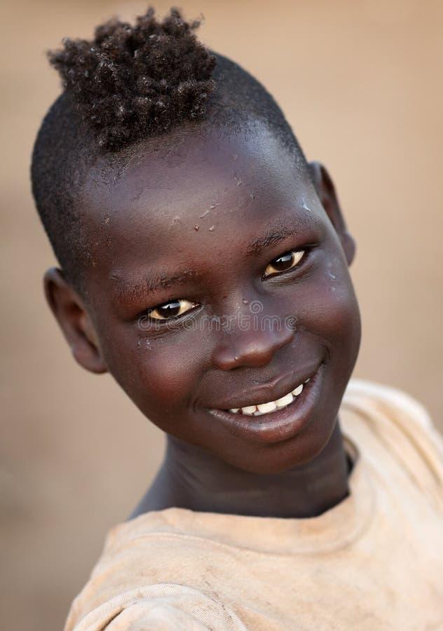 Jonge Karo-jongen in Zuiden Omo, Ethiopië stock foto's