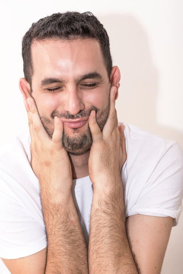 Jonge Kaukasische mensen eith vingers op gezicht royalty-vrije stock foto