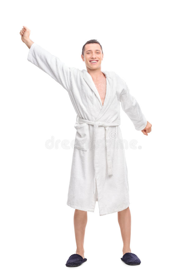 Jonge kerel in een witte badjas die uitrekken stock foto