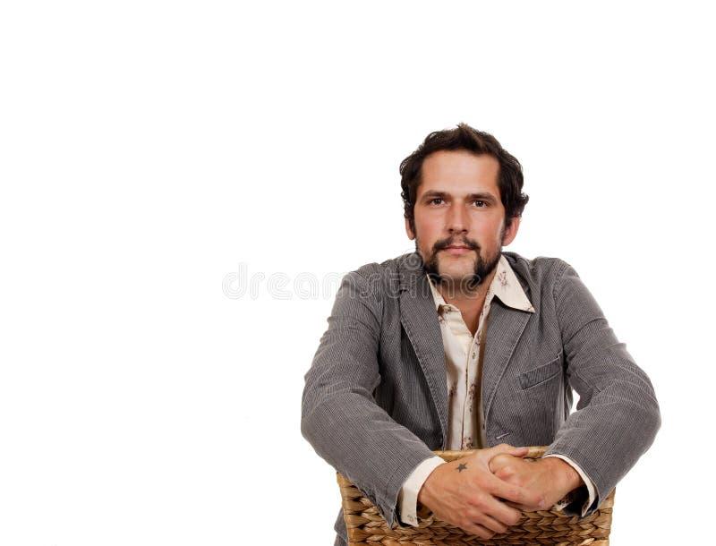 Jonge kerelzitting op een stoel stock foto's