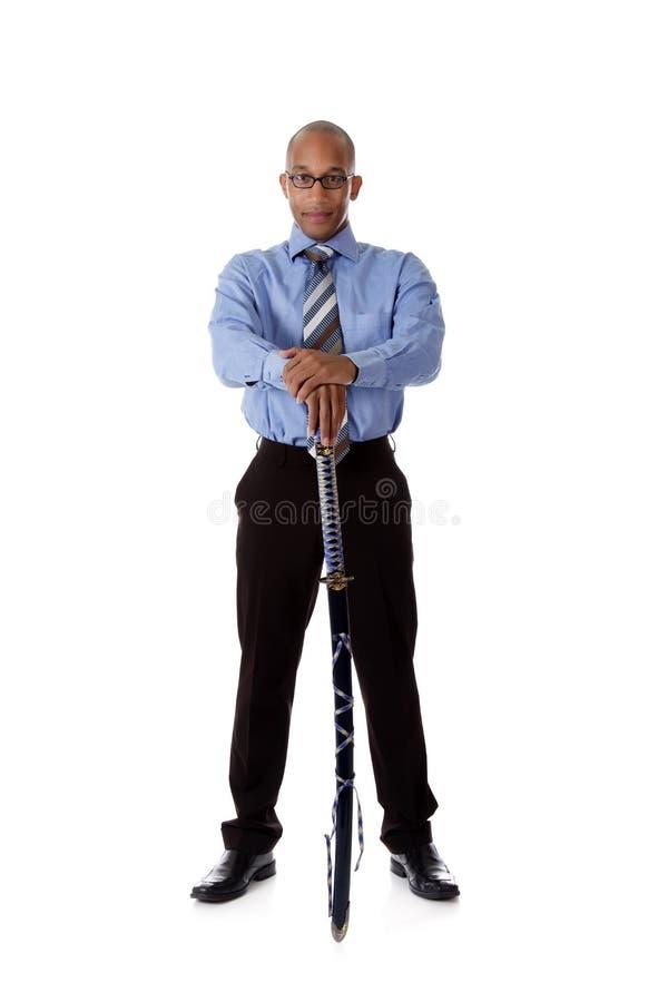 Jonge knappe Afrikaanse Amerikaanse zakenman, zwaard stock fotografie