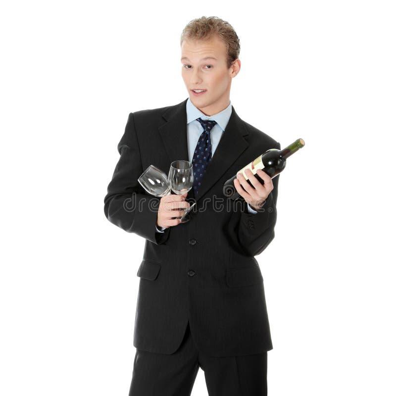 Jonge knappe bedrijfsmens met fles wijn royalty-vrije stock fotografie