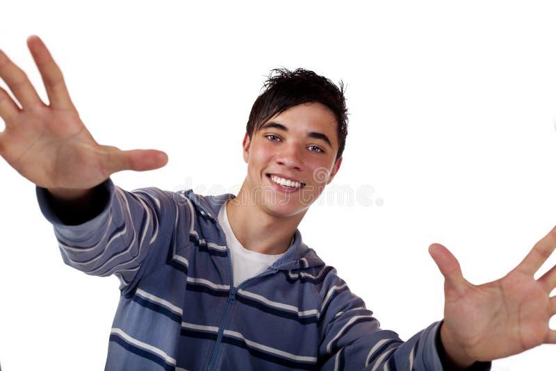Jonge knappe mannelijke tiener met open wapens royalty-vrije stock fotografie
