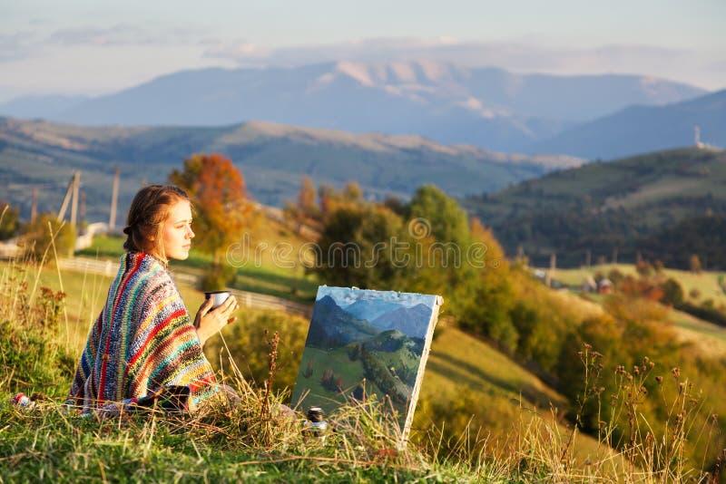 Jonge kunstenaar die een de herfstlandschap schildert royalty-vrije stock foto's