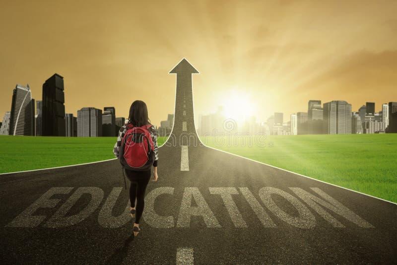 Jonge leerling op de onderwijsroute royalty-vrije stock foto's