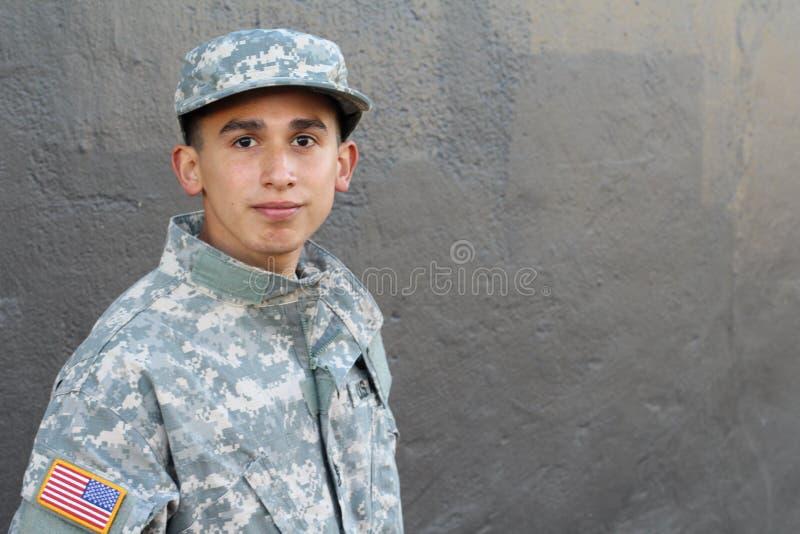 Jonge legermens die verlatenheid met exemplaarruimte tonen royalty-vrije stock afbeeldingen