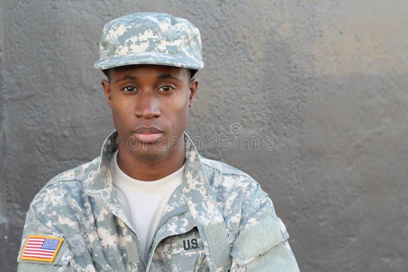 Jonge legermens die verlatenheid met exemplaarruimte tonen royalty-vrije stock afbeelding