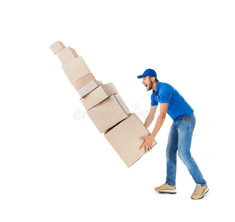 Jonge leveringsmens met dalende stapel dozen stock afbeelding