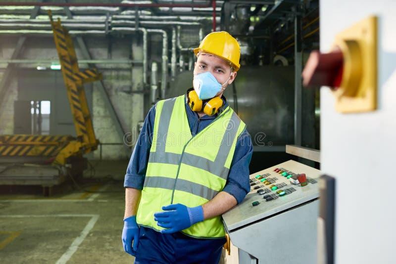 Jonge Machineexploitant bij Installatie royalty-vrije stock foto