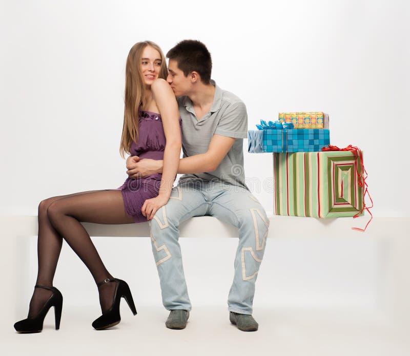 Jonge man en vrouw stock afbeelding
