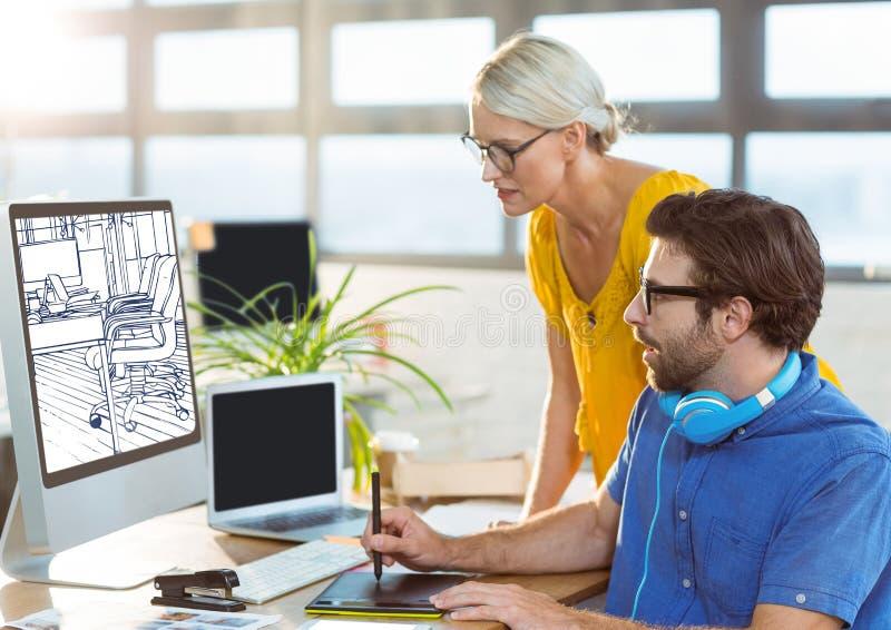 jonge man en vrouw die aan de computer op het nieuwe bureauontwerp (wit en donkerblauw) werken royalty-vrije stock afbeelding