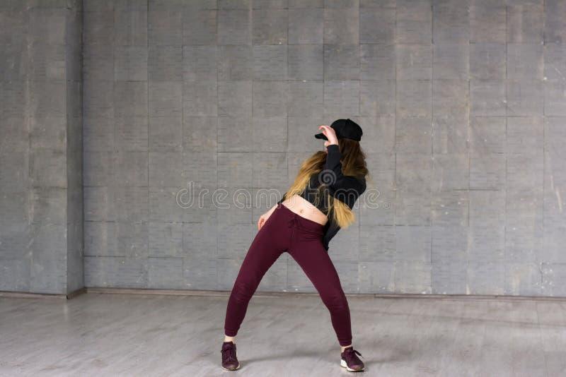 Jonge meisje het dansen eigentijdse dans royalty-vrije stock foto's