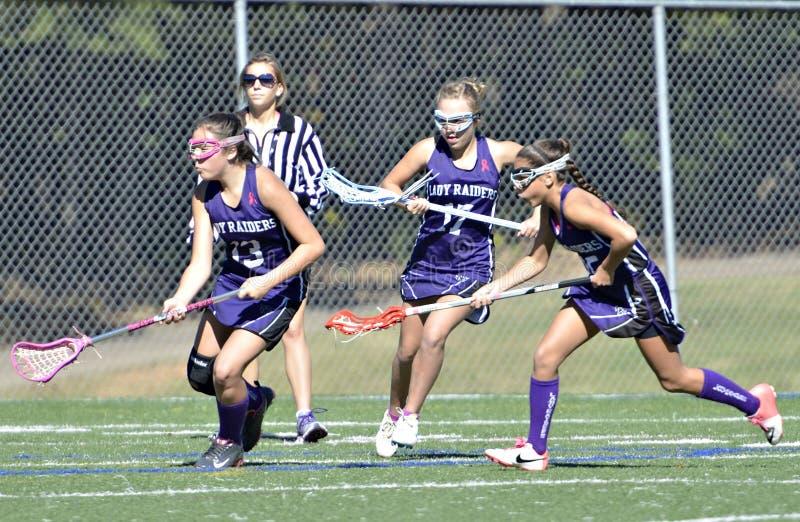Jonge Meisjes die Lacrosse spelen stock foto's