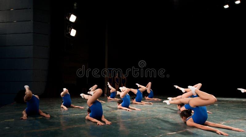 Jonge meisjes in een het dansen opleiding royalty-vrije stock afbeeldingen