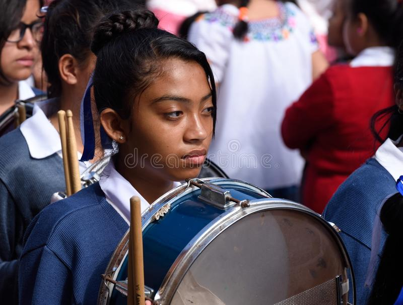 Jonge meisjesslagwerker royalty-vrije stock afbeeldingen