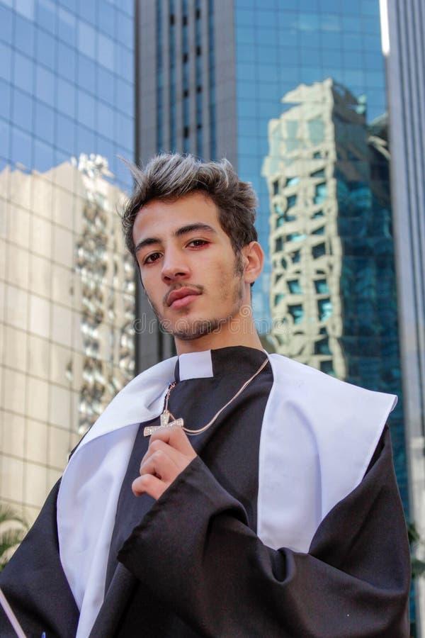 Jonge mens bij vrolijke trotsparade Sao Paulo royalty-vrije stock fotografie