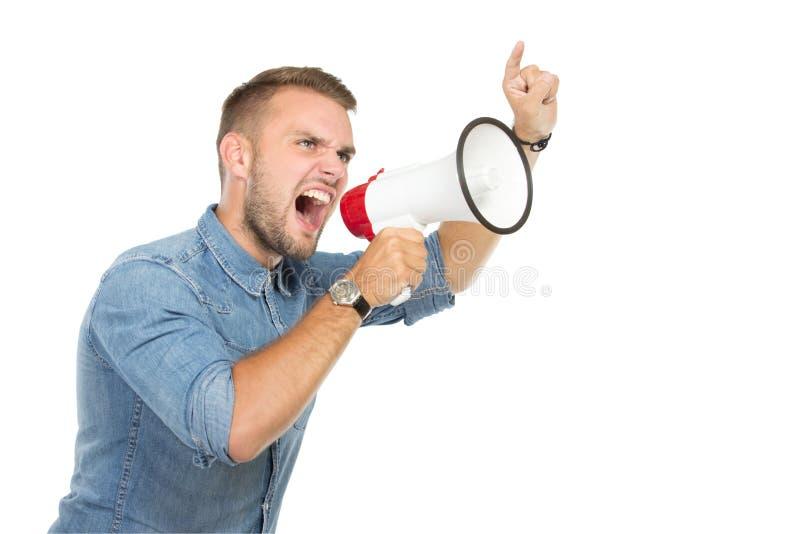 Jonge mens die door megafoon schreeuwen, stock foto