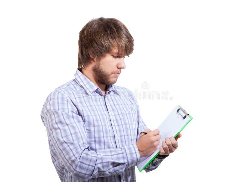 Jonge mens die een onderzoek invullen stock afbeelding