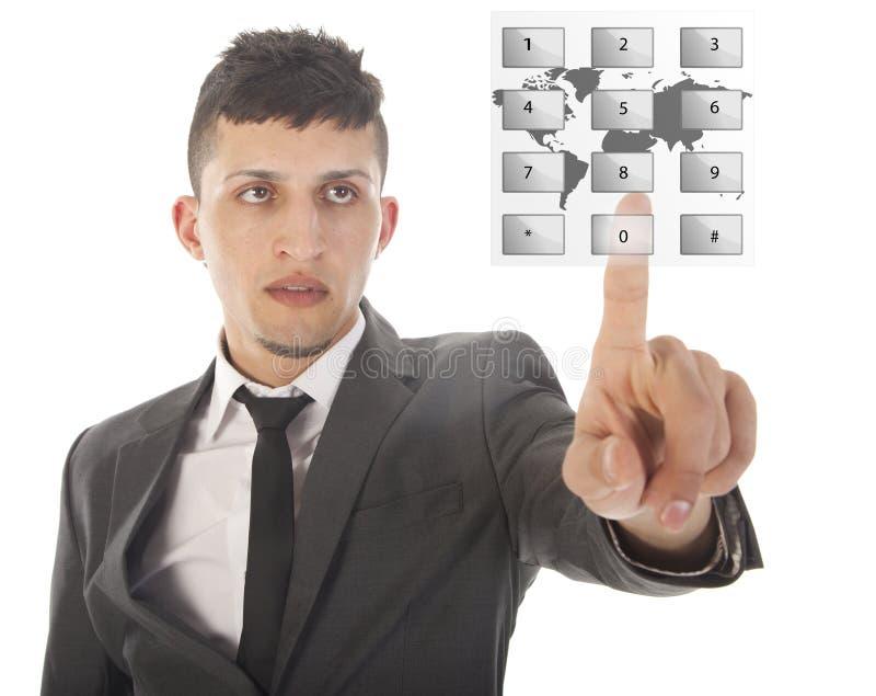 Jonge mens die een virtueel telefoongesprek geïsoleerd maken stock foto