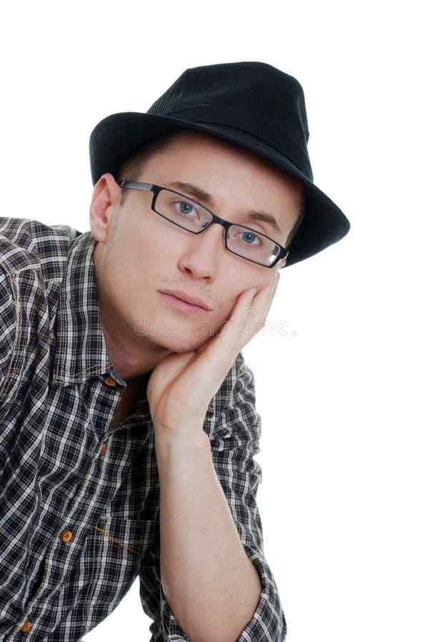 Jonge mens die glazen en een hoed draagt royalty-vrije stock foto's