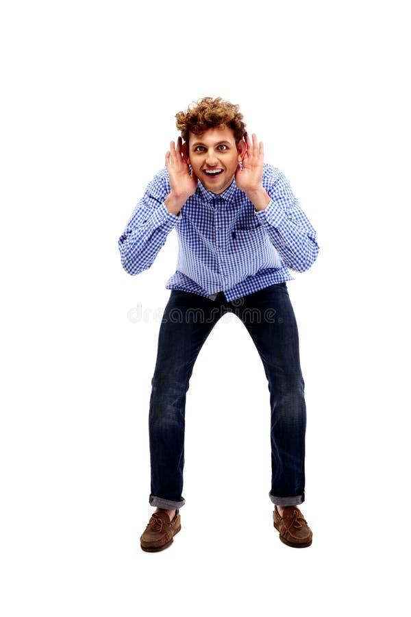 Jonge mens die iets proberen te horen stock afbeeldingen